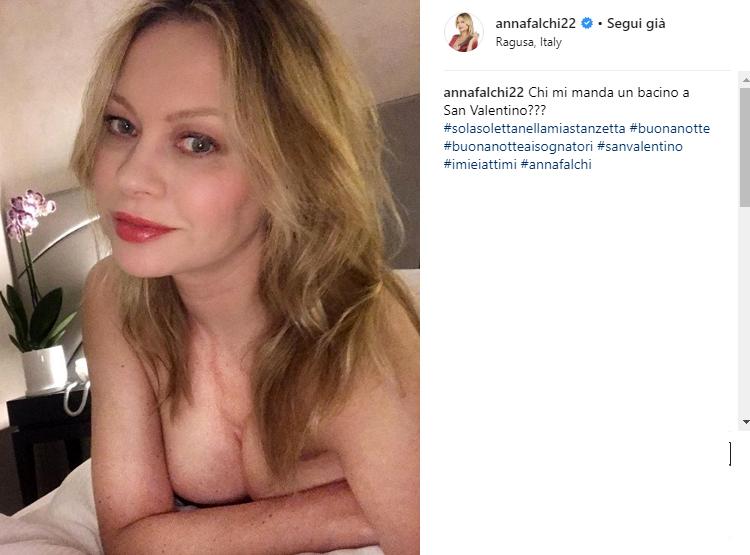 anna falchi nuda-2