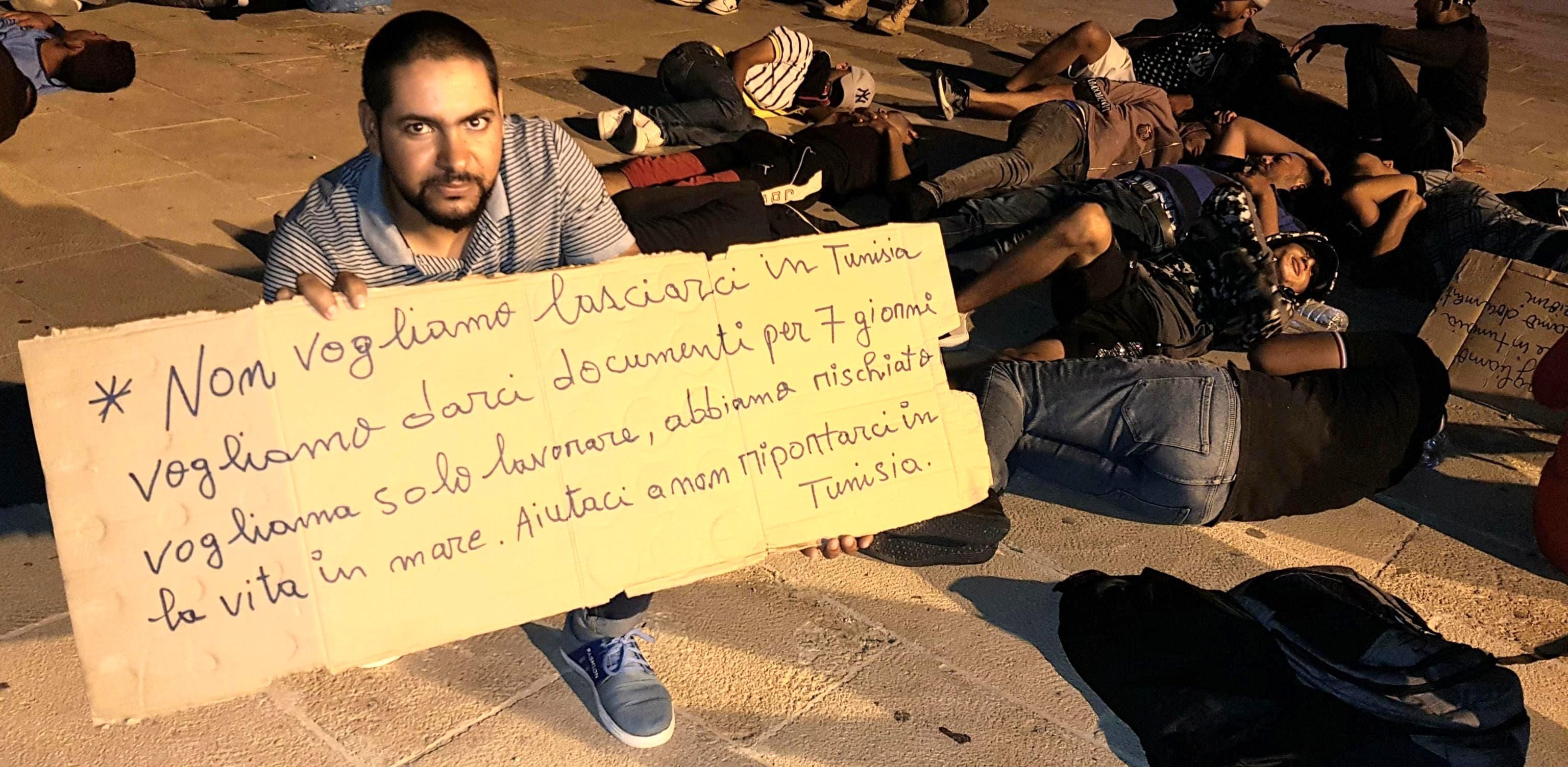 migranti lampedusa ansa protesta-2