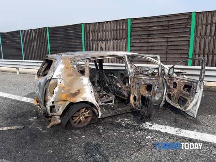 Piscina morti padre e figlia auto esplosa 15 9 19 3-2