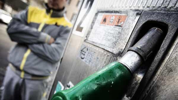 benzina aumento prezzi ansa-2