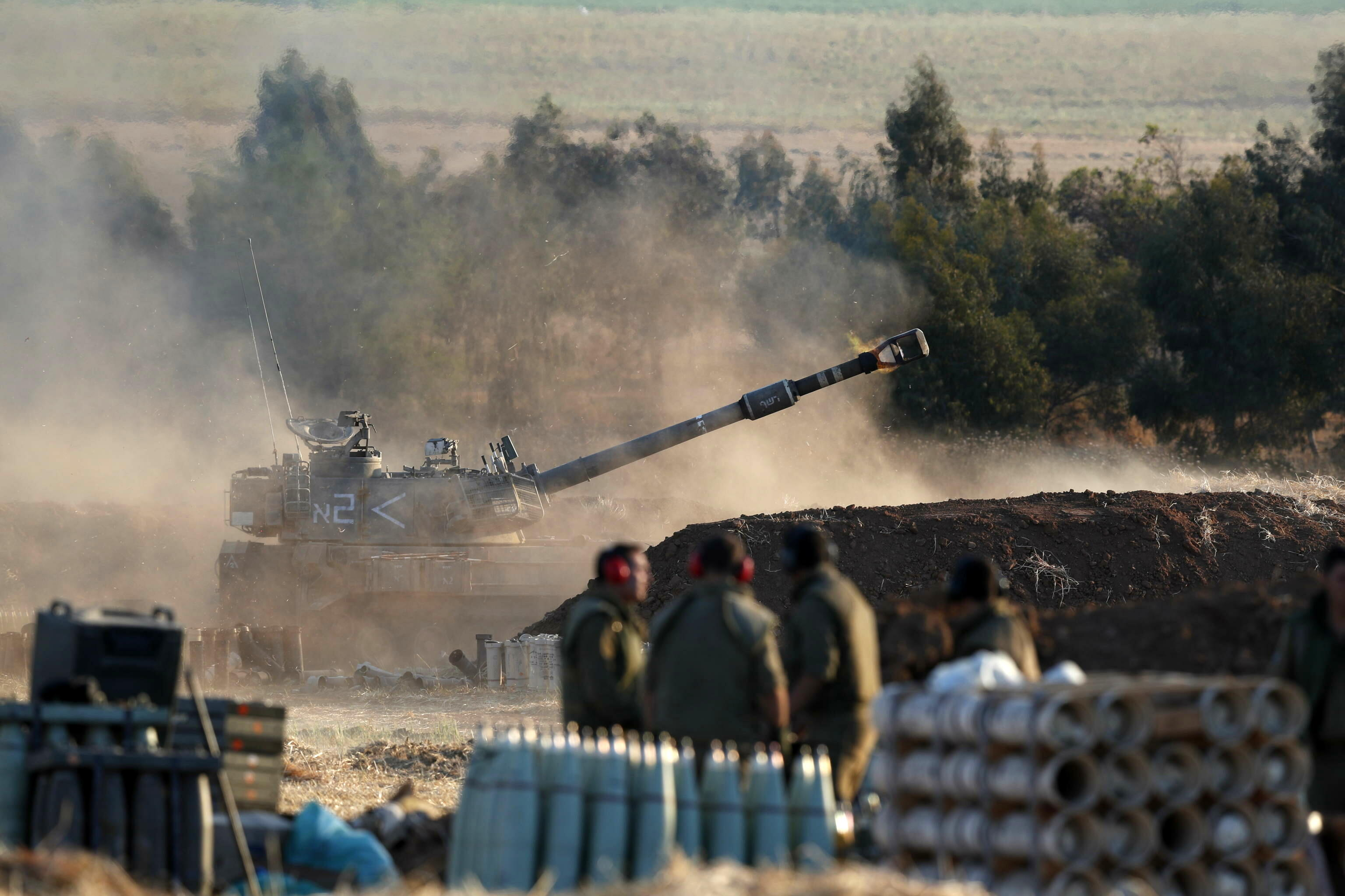 artiglieria israeliana bombarda gaza-2
