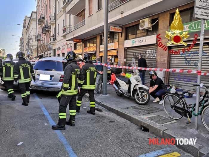 Incidente viale Monza milano (foto Vvf) - 2-2
