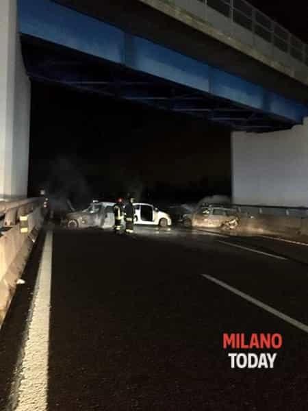 L'incendio al Portavalori (foto MilanoToday)-2-2