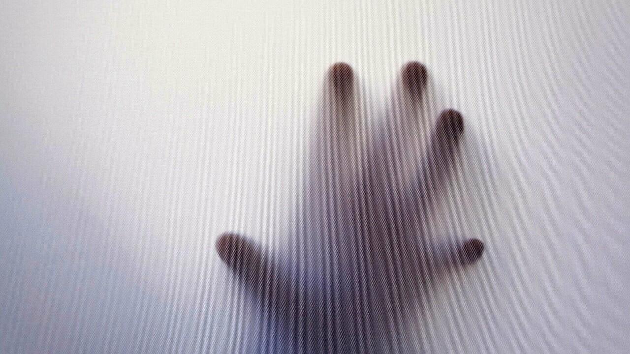 La donna che sostiene di essere stata molestata sessualmente da un fantasma per due anni