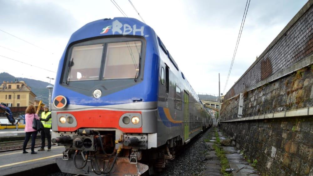 """""""Sono i neri come te a portare il virus"""": 19enne brasiliana costretta a scendere dal treno, la denuncia del papà"""