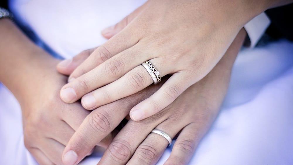 """A processo per bigamia, rischia cinque anni. Lui si difende: """"Non sapevo delle prime nozze"""""""