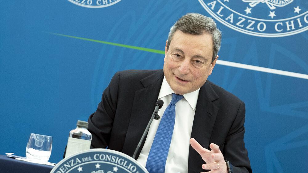 Il decreto di Draghi sulle riaperture dal 26 aprile: lo scontro sullo stato d'emergenza fino a luglio e sul coprifuoco