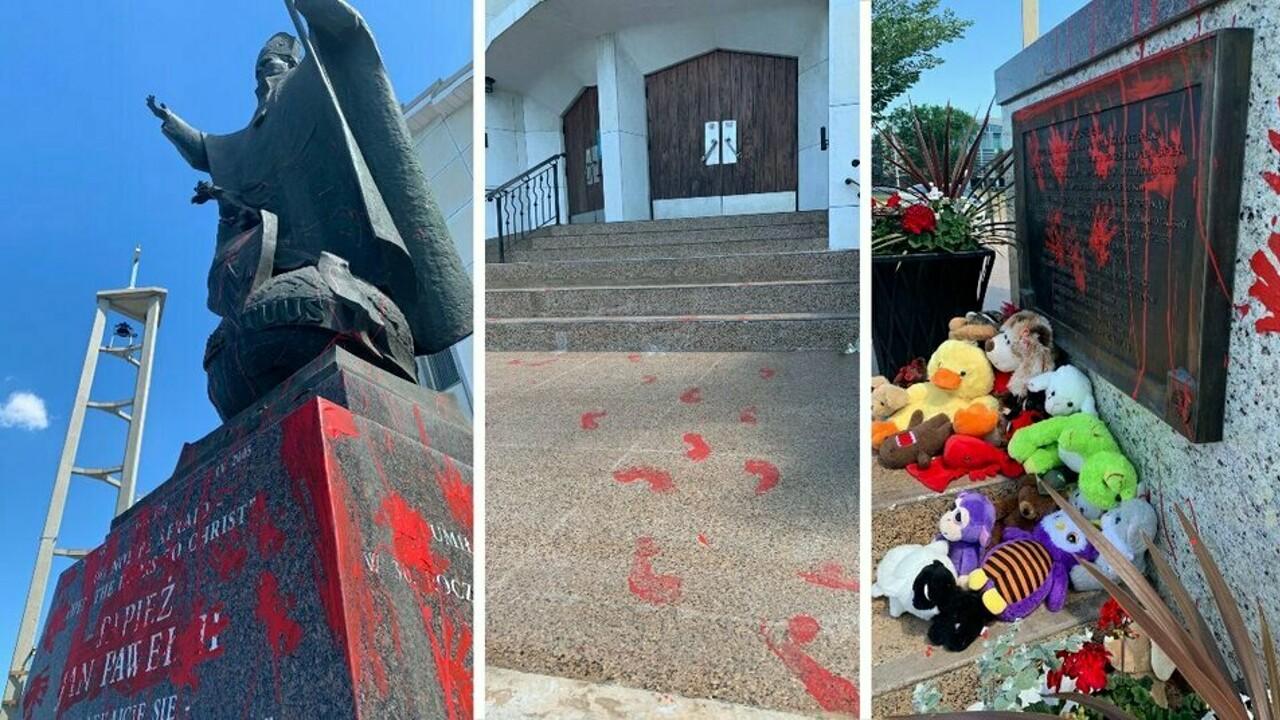 Bambini morti negli istituti religiosi, sfregiata con 'mani insanguinate' la statua di papa Wojtyla