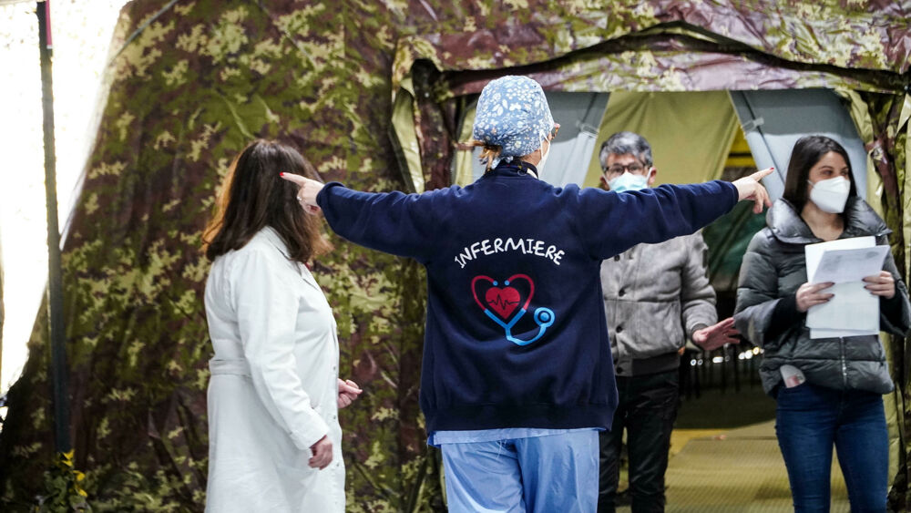"""Coronavirus, il bollettino di oggi 5 marzo: 24.036 contagi e 297 morti. Ecco i nuovi casi Covid e la nuova ordinanza """"cambia colori"""""""