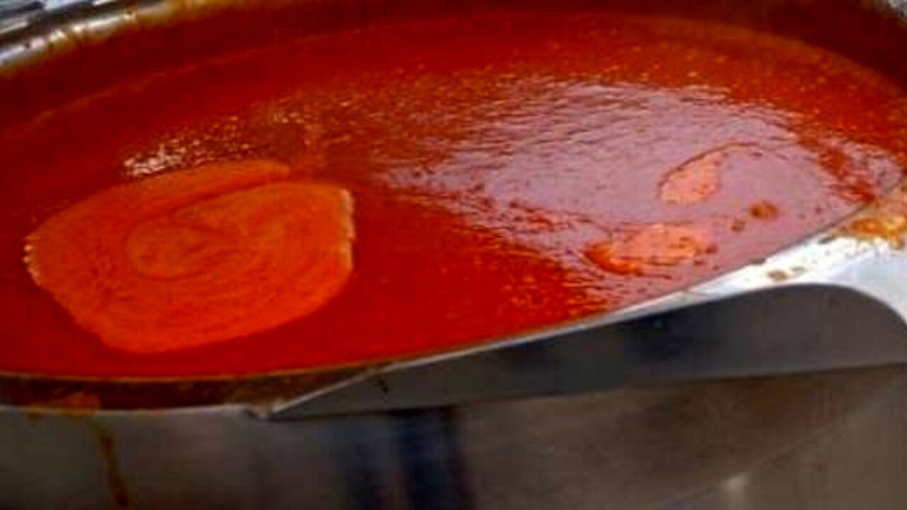 Scivola nel pentolone della zuppa bollente al matrimonio: morto chef di 25 anni