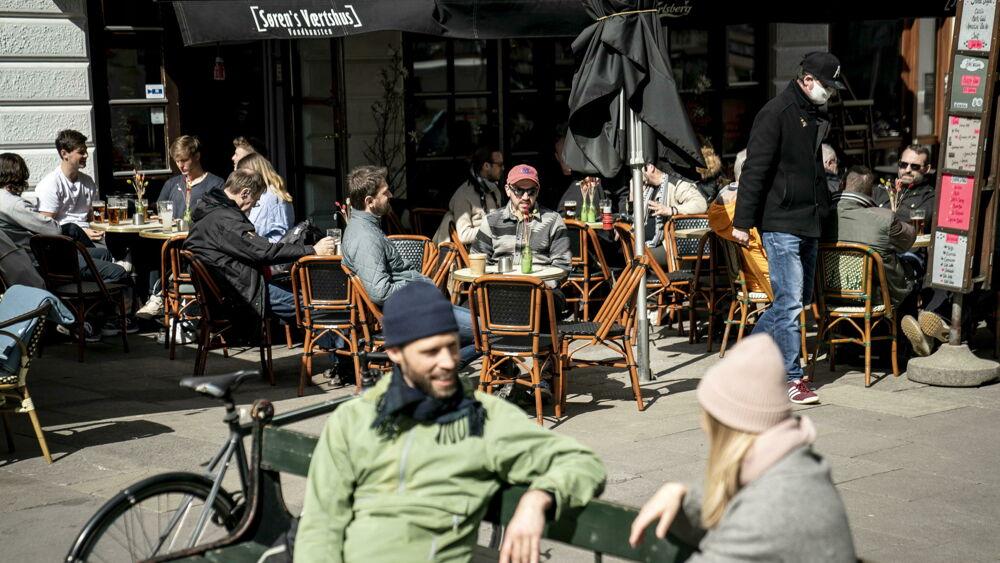 """Il caso Danimarca che manda in pensione il """"Green pass"""": liberi tutti dal primo ottobre"""