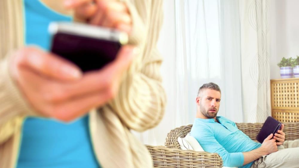 4 donne su 10 tradiscono, il 68% si annoia a letto: il sondaggione