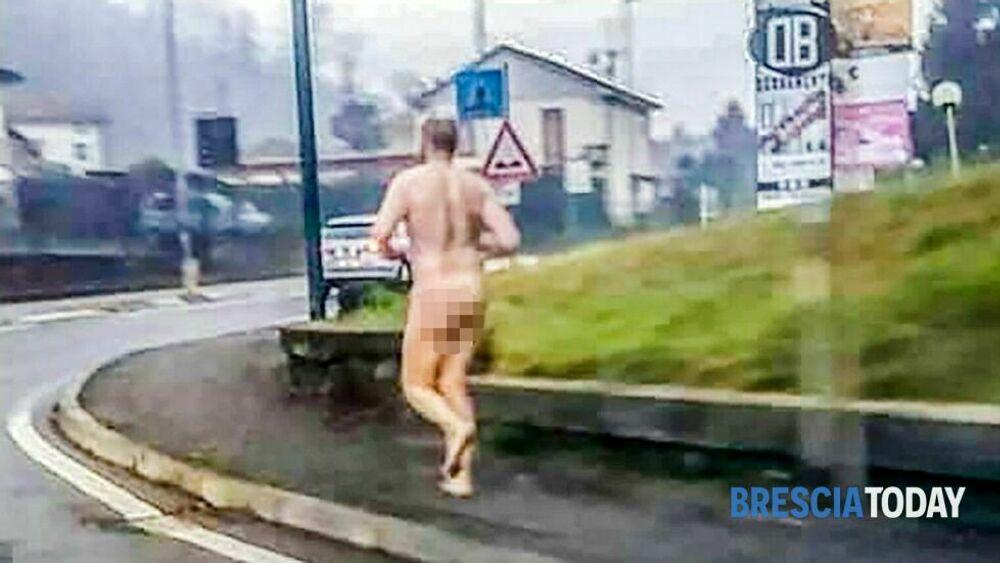 L'uomo che corre nudo al gelo sulla provinciale