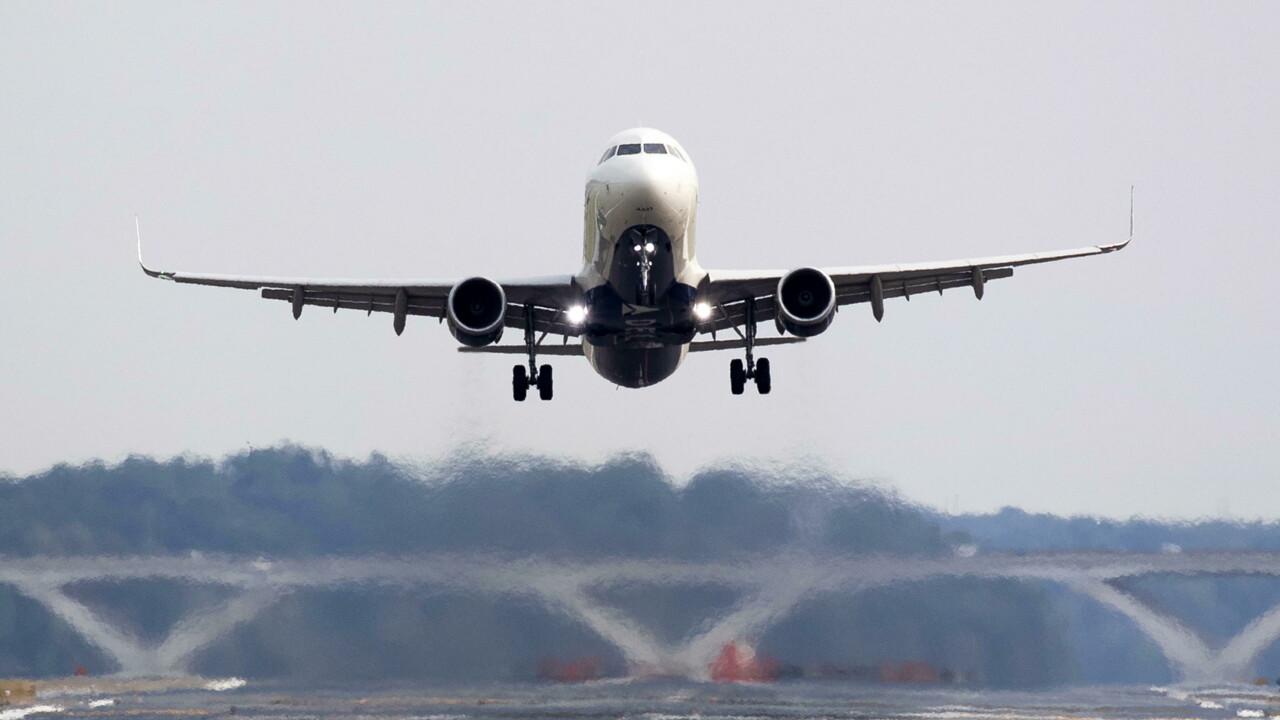 Il controllore di volo sbaglia l'indicazione di atterraggio, disastro aereo evitato per un soffio