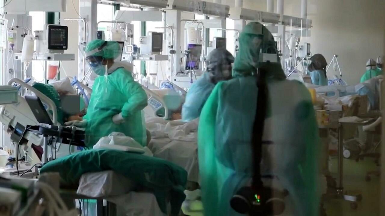 """Più di 850 medici """"no vax"""" non sono ancora stati sospesi"""