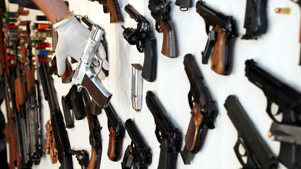 L'app installata sui cellulari dei criminali era intercettata dalla polizia: centinaia di arresti (in tutto il mondo)