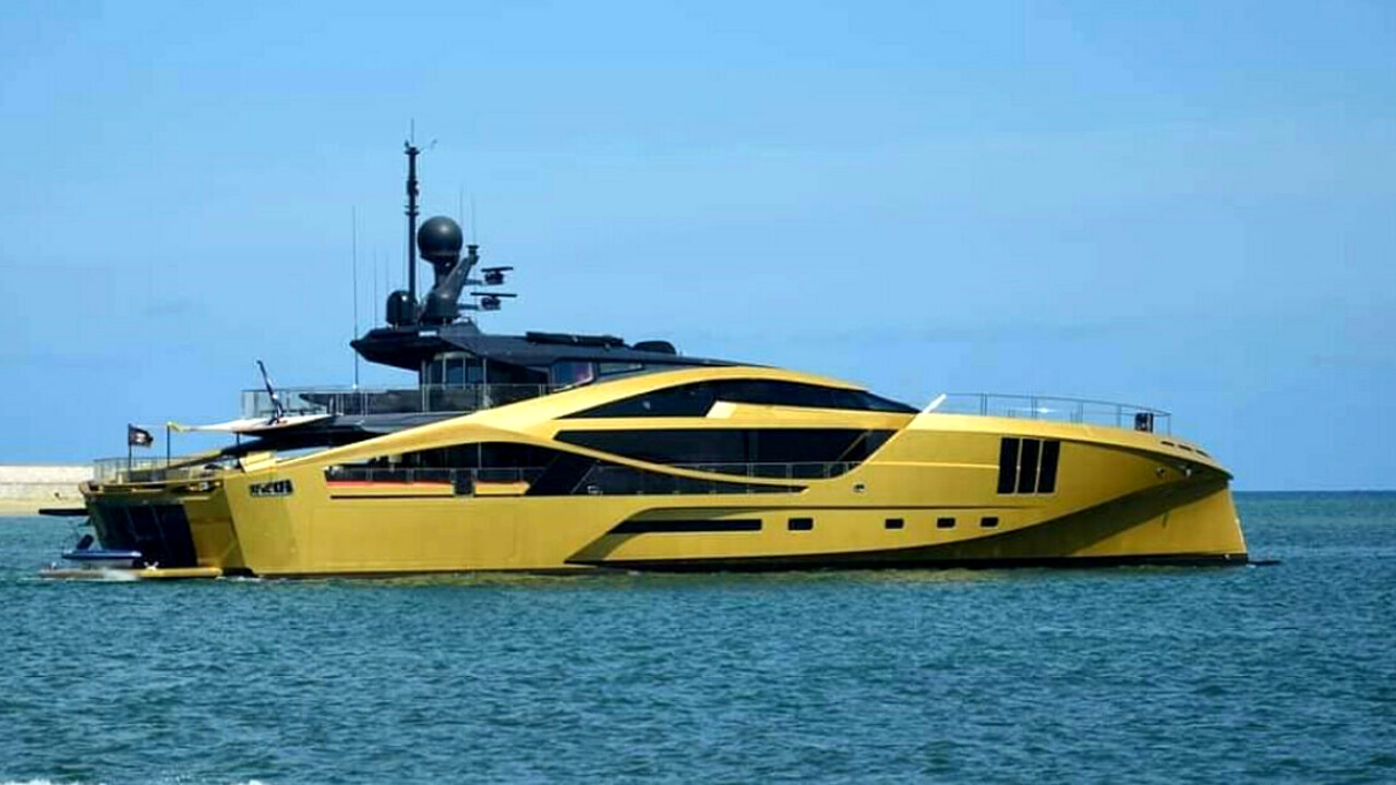 In Italia approda Khalilah, lo yacht tutto ricoperto d'oro