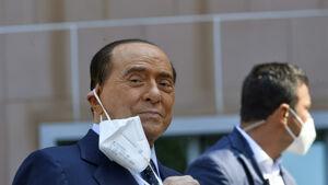 Berlusconi ricoverato ancora in ospedale
