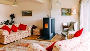 Stufe e non solo: tutte le alternative ai termosifoni per riscaldare casa