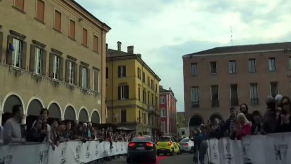 Il corteo dei bolidi del Motor1Days tra le vie del centro storico di Modena