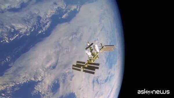 Spazio, il razzo Falcon 9 e la Crew Dragon sulla rampa di lancio