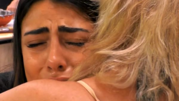 """Gf Vip, Giulia in lacrime. Ela la consola: """"Non permettere a Francesco di trattarti così"""""""