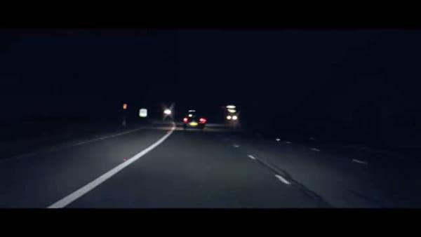 Mai più colpi di sonno: da Jaguar la tecnologia che risveglia i guidatori al volante | VIDEO