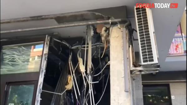 Bomba contro la banca: malviventi portano via lo sportello bancomat