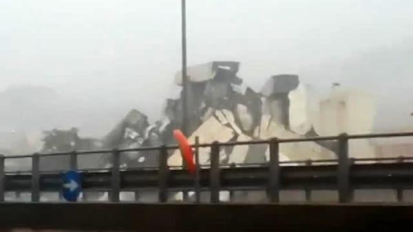 Disastro a Genova: crollato il ponte dell'autostrada A10