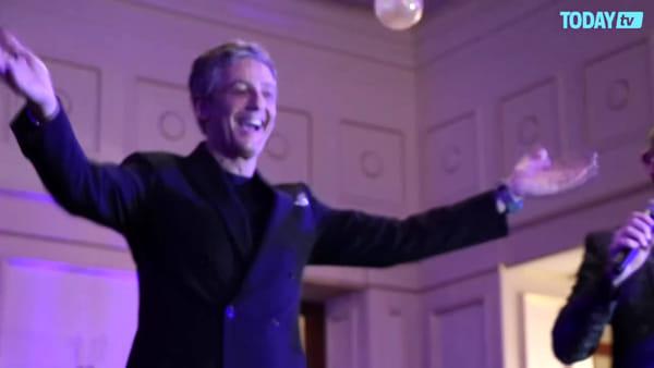 Sarà perché ti amo, duetto a sorpresa: Fiorello e Amadeus cantano al Casinò di Sanremo (VIDEO)