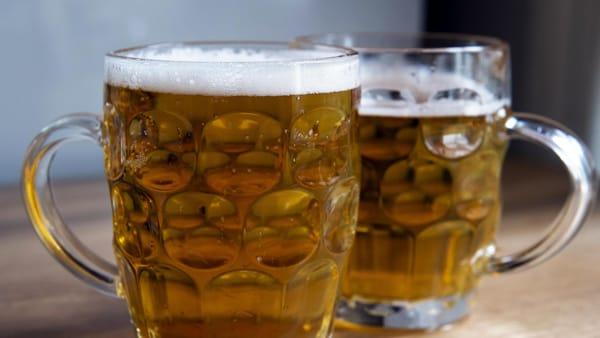 """``Pagati per bere birra e guardare partite"""": l`annuncio di lavoro (da sogno) ."""