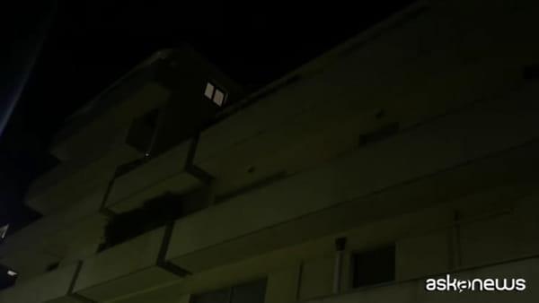 Coronavirus, luci spente e torce accese: l'Italia si illumina