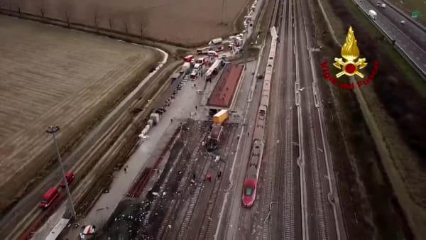 Treno deragliato a Lodi: le immagini della tragedia riprese dal drone
