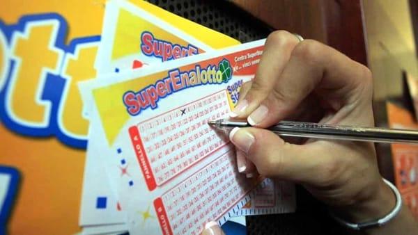 Estrazioni oggi Lotto e SuperEnalotto |  i numeri vincenti di giovedì 6 dicembre