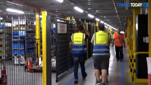 Dentro il magazzino robotico: dall'ordine a casa, ecco come Amazon gestisce le spedizioni