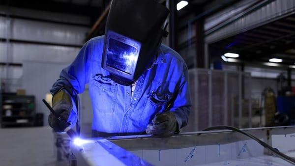 Lavoratori acquistano con il Tfr la fabbrica fallita: ora è fuori dalla crisi e fattura due milioni di euro
