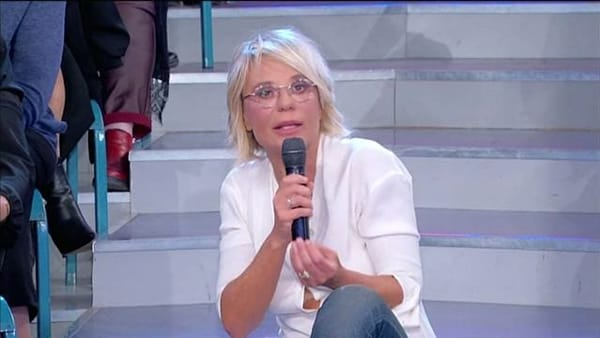 """Uomini e Donne, Maria De Filippi tuona: """"L'applauso contro chi sta male non lo capisco"""""""