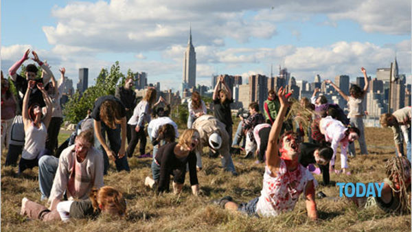 Gli zombie attaccano New York: guarda il video