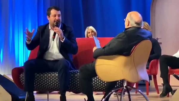 Matteo Salvini canta De Andrè da Costanzo: il video esclusivo
