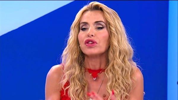 """Temptation, Valeria Marini confessa (finalmente): """"Ecco cos'è successo in bagno con Ivan"""""""