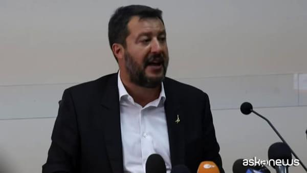 Open Arms, sbarco urgente per 9 migranti. Scontro Conte-Salvini