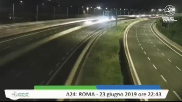 Terremoto vicino Roma: la scossa ripresa in diretta dalle telecamere dell'A24