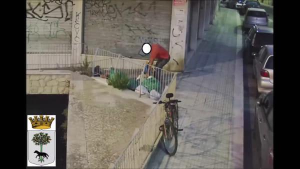 Rifiuti abbandonati, le telecamere inchiodano i furbetti: donna sorpresa otto volte