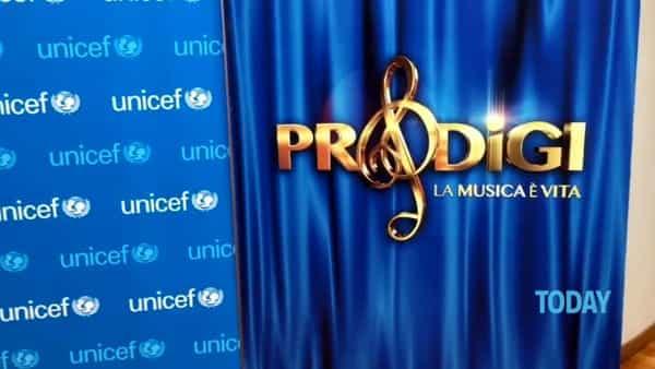 """'Prodigi', Flavio Insinna su Rai1 per l'Unicef: """"E' una festa"""""""