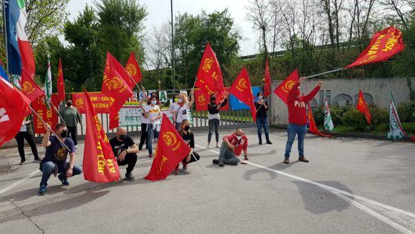 L'azienda italiana che delocalizza in Polonia e lascia a casa 400 lavoratori