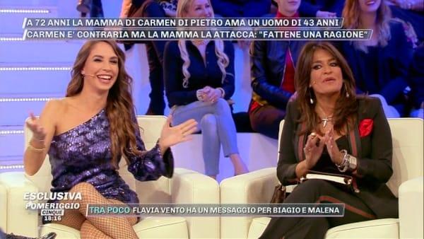 Malena rivela ad Aida di essere un'attrice hard, lei è sconvolta: la reazione scioccata