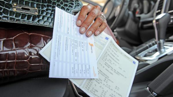 Bollo auto e multe: cosa succede con il decreto Sostegni