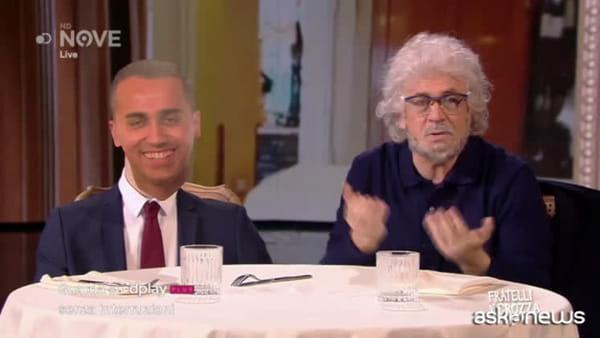 """Crozza imita Grillo: """"Di Maio è il capo"""", ma è un cartonato"""