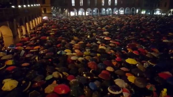 Sardine, dopo Bologna anche a Modena piazza piena contro Salvini