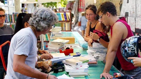 mercatino di libri usati, foto @ansa